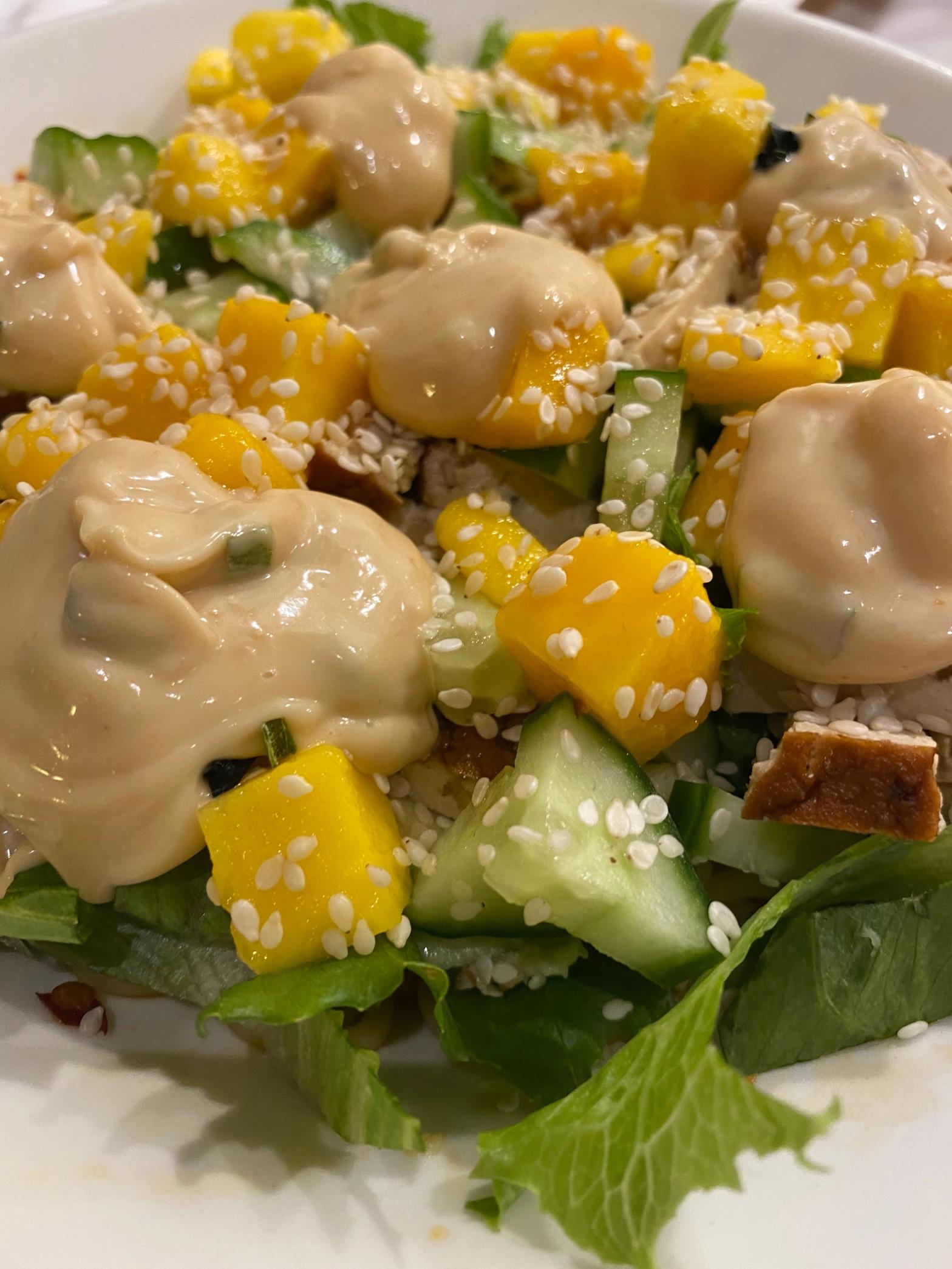Nudelsallad med rökt tofu och miso-mayonnaise